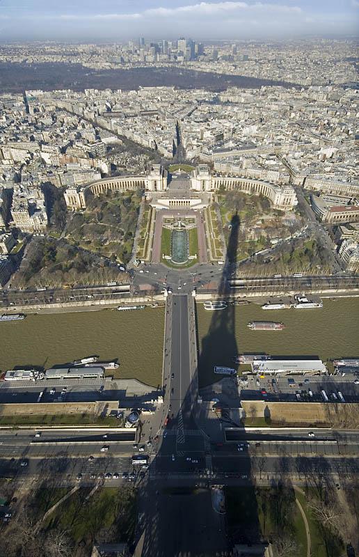 ¿Jugamos con la sombra de la Torre Eiffel?